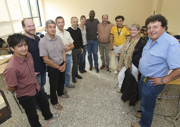 La Faculté d'éducation accueille sa cinquième cohorte angevine inscrite au doctorat en éducation. Le groupe bénéficie du support de plusieurs personnes-ressources, dont celui du professeur François Larose (au centre).