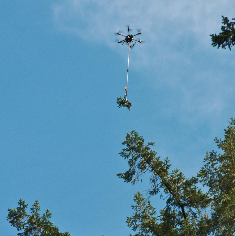 Le drone échantillonneur conçu par Guillaume Charron, étudiant en génie mécanique et Hugues La Vigne, étudiant en génie électrique.