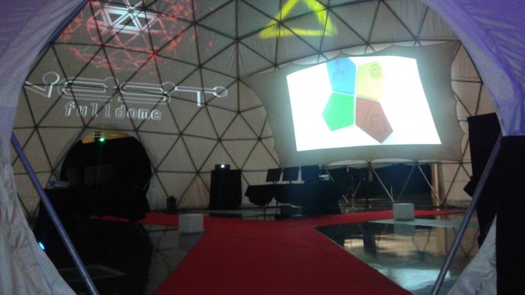 L'intérieur du dôme où se dérouleront les conférences.