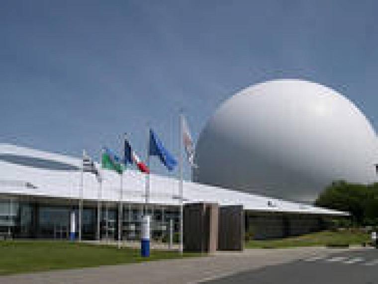 Située en Bretagne, la Cité des télécoms est classée monument historique et patrimoine du 20e siècle.