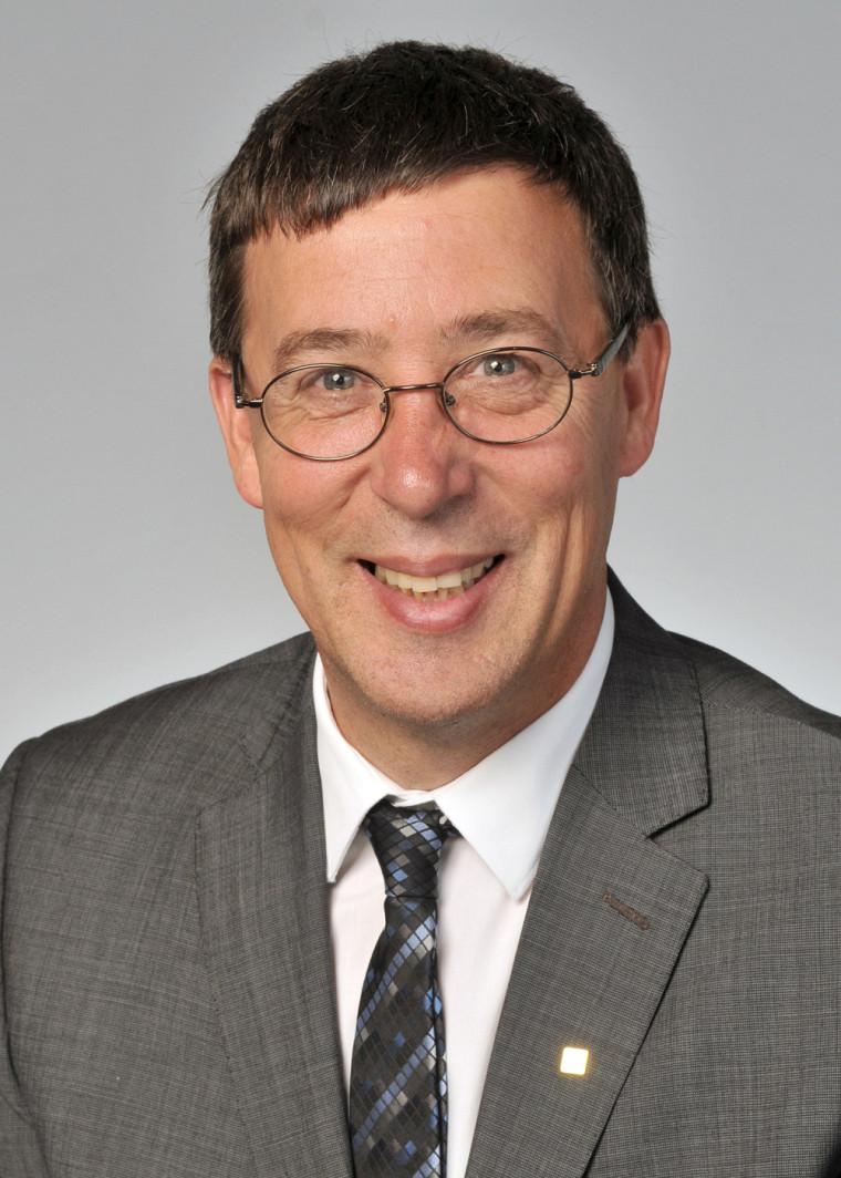 Professeur Jean-Pierre Perreault.