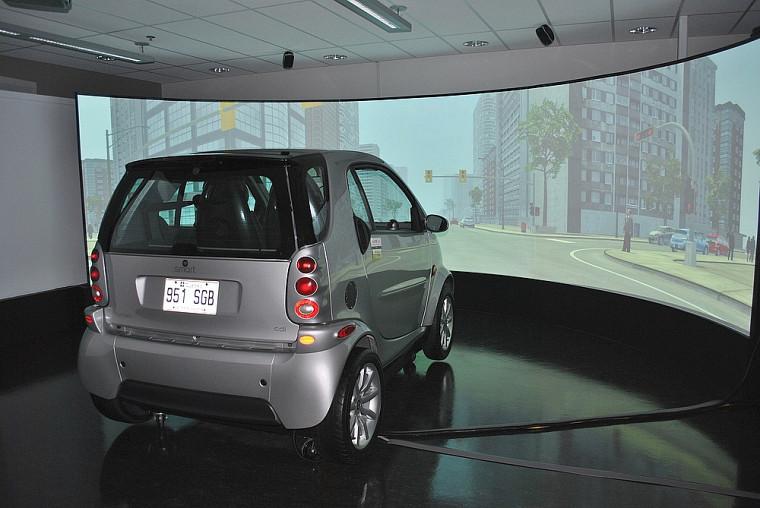 Le laboratoire de conduite simulée du Campus de Longueuil propose un environnement très proche de la réalité.