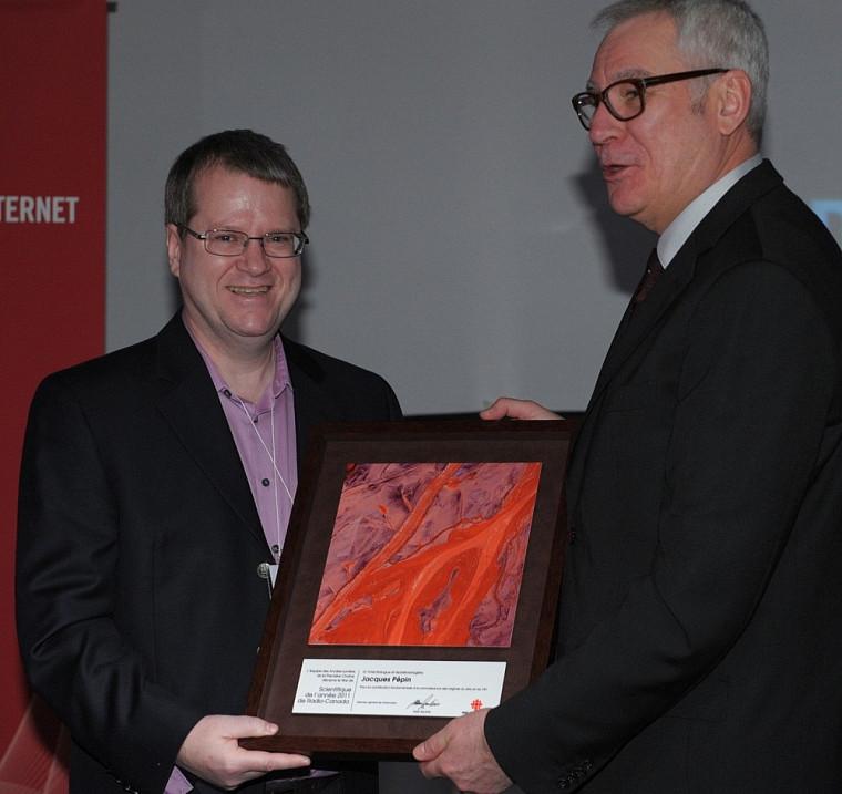 Le DrJacques Pépin et Louis Lalande, vice-président principal de Radio-Canada.