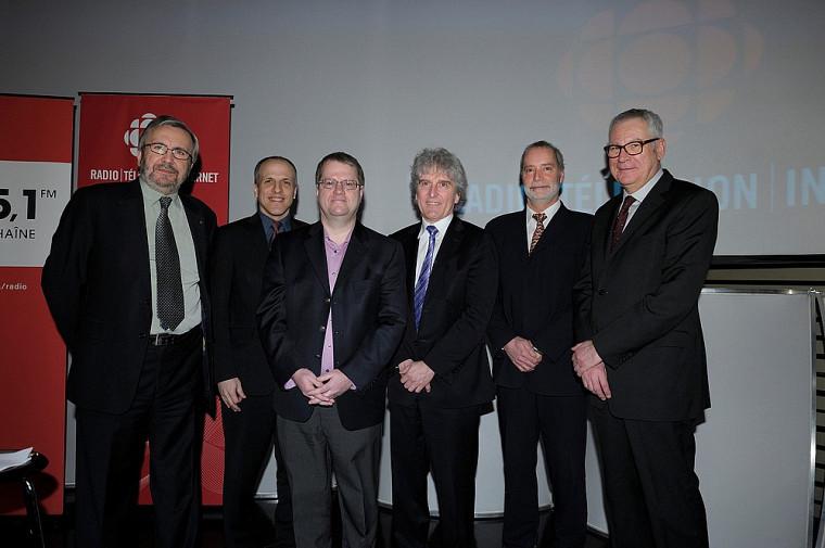 L'animateur Yanick Villedieu (Les années lumière), DrPierre Cossette, DrJacques Pépin, Alain Saulnier (directeur général de l'information), DrSerge Marchand et Louis Lalande (vice-président principal de Radio-Canada).