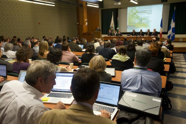 Du 10 au 12 juin, près de 200 chercheurs, étudiants et dignitaires montpelliérains et sherbrookois se réuniront à l'UdeS.