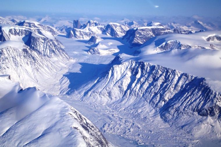 En route vers le glacier Barnes, à bord d'un avion nolisé