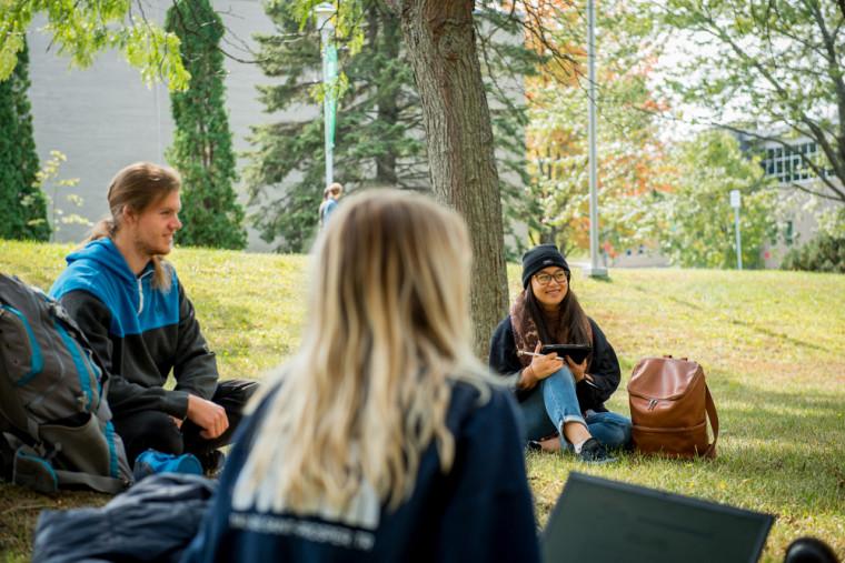 La rentrée de l'automne 2021 offrira la vie de campus qui fait la réputation de l'UdeS.