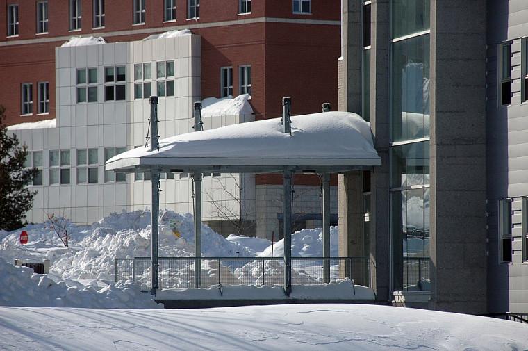 Passerelle de la Faculté de génie, entrée du côté mont Bellevue