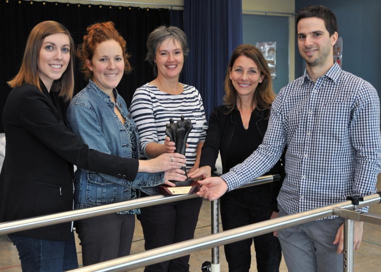 De gauche à droite: Sara-Eve Thivierge, Stéphanie Demers-Dubuc, Jean-Anne Simard, Diane Groleau, Mathieu Juteau