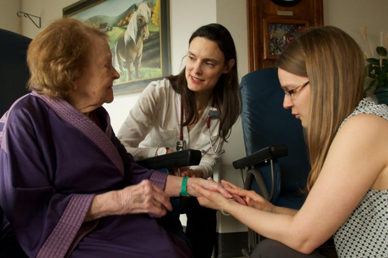Le Centre de recherche sur le vieillissement (CdRV) peut compter sur la participation de nombreux partenaires, dont l'Université de Sherbrooke
