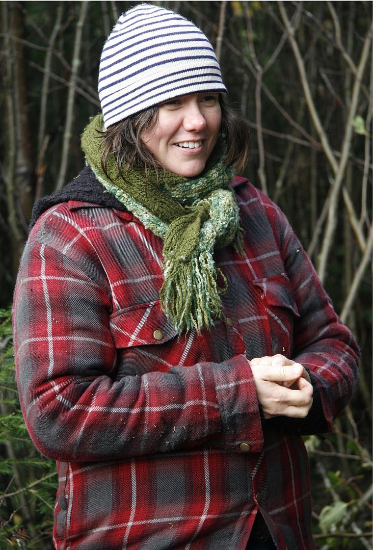 Stéphanie Lanthier dans la forêt boréale québécoise lors du tournage de son documentaire Les Fros.
