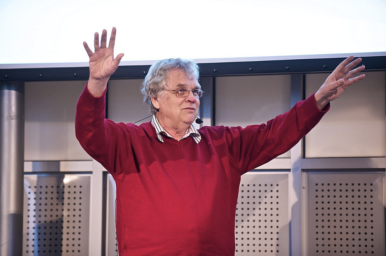 Jacques Limoges, professeur associé à la Faculté d'éducation, a littéralement hypnotisé l'assistance afin de lui retirer toute idée préconçue sur l'enseignement.