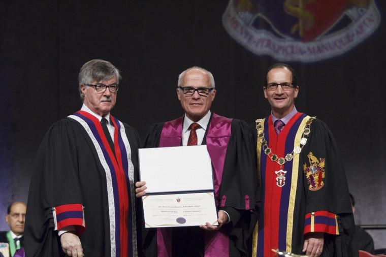 Le Dr Andrew Padmos, directeur général du CRMCC, le Pr Paul Grand'Maison et leDr Kevin Imrie, président du CRMCC.