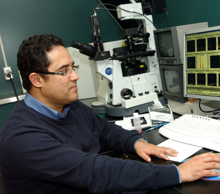 Aziz Aris, professeur au Département d'obstétrique et de gynécologie de la Faculté de médecine et des sciences de la santé