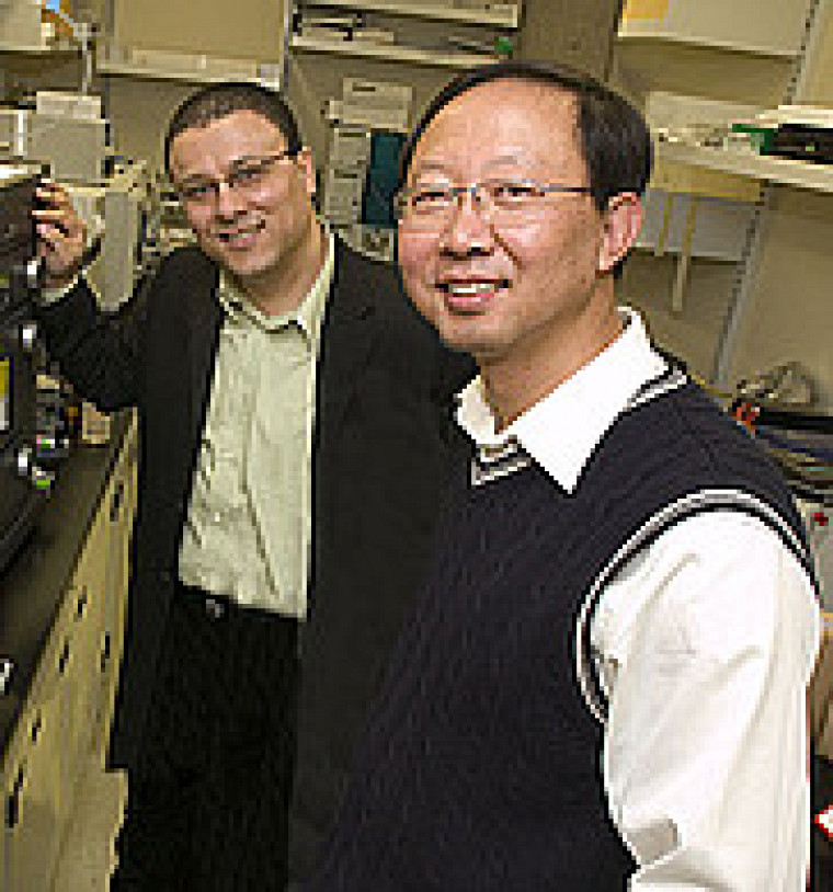 Abdellali Kelil et le professeur Shengrui Wang (à droite)