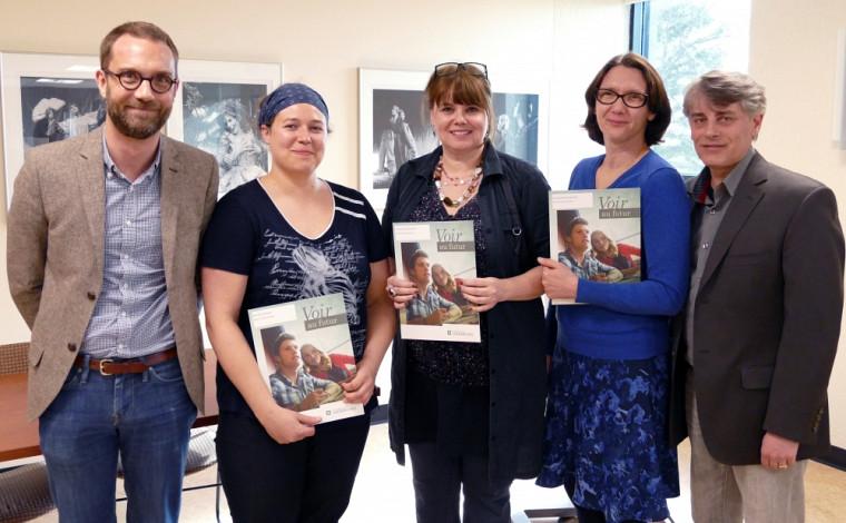 Les professeurs David Koussens et Patrick Snyder, en compagnie de Rachel Genest, Stéphanie Laplante et Corentine Navennec. Absente de la photo : Valérie Ducharme.