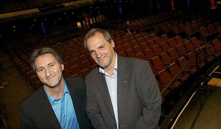 Le directeur du Centre culturel, Mario Trépanier, et le vice-recteur au développement durable et aux relations gouvernementales, Alain Webster