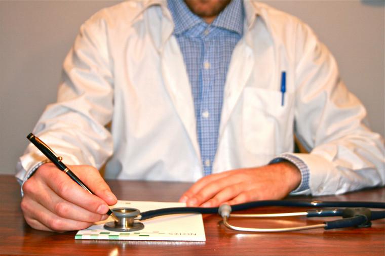 Au Québec, ce sont le plus souvent les médecins généralistes qui sont consultés lorsque les travailleurs présentent des symptômes dépressifs.
