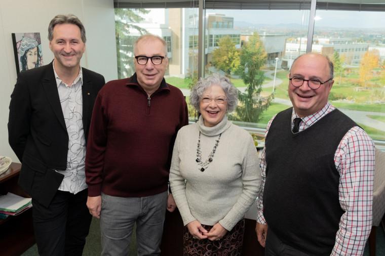 Les représentants de l'UdeS et de la Ville de Sherbrooke se sont réunis lors de la signature de l'entente : Mario Trépanier, Yves Masson, Jocelyne Faucher et Jean-Yves La Rougery.