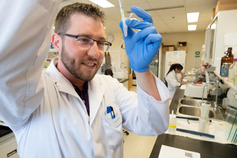 Jean-François Nadon, doctorant enen biologie moléculaire au Département de biologie de la Faculté des sciences.