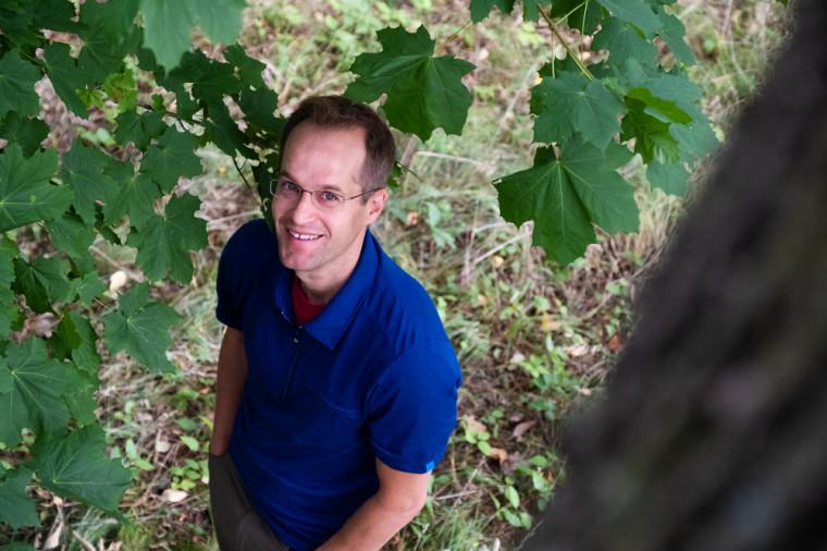 Pr Mark Vellend, professeur au Département de biologie et membre de l'Observatoire aérien canadien de la biodiversité.