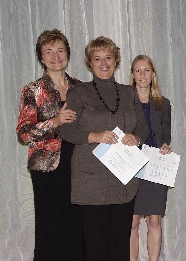 Chantal Amiot, directrice des programmes de 2e cycle en fiscalité de l'Université de Sherbrooke et les lauréates Martine Larouche et Anik Pellerin.