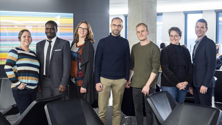 Le Pr Koussens entouré de ses collaborateurs :Marie-Noëlle Tremblay, Guy Bucumi,Corentine Navennec,Loïc Bizeul, Sara Teinturier et Bertrand Lavoie.