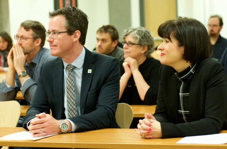 Dr Etienne Richer, directeur scientifique associé à l'Institut de génétique des IRSC, était aux côtés de la ministre Petitpas Taylor et entouré des nombreux titulaires présents lors de l'annonce.