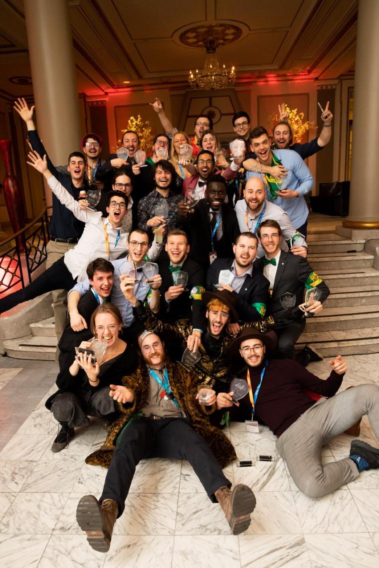 La délégation sherbrookoise de futurs ingénieurs triomphe après l'annonce des résultats lors de la CQI 2020