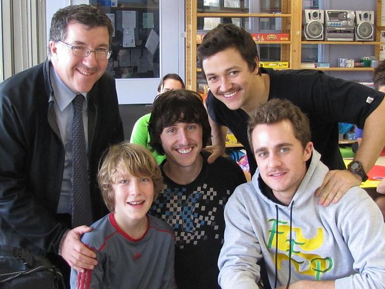 Olivier Cloutier-Faucher, en compagnie de son père (à gauche), lors de la dernière rencontre avec ses parrains, David Bezeau, Jean-Philippe Gagnon et Alexandre Hamann.