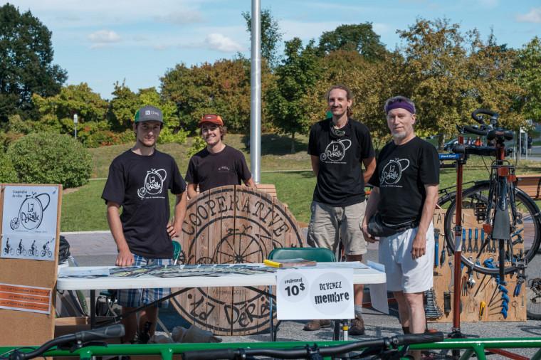 La coopérative La Déraille offre des ateliers de réparation de vélos aux membres de la communauté universitaire.