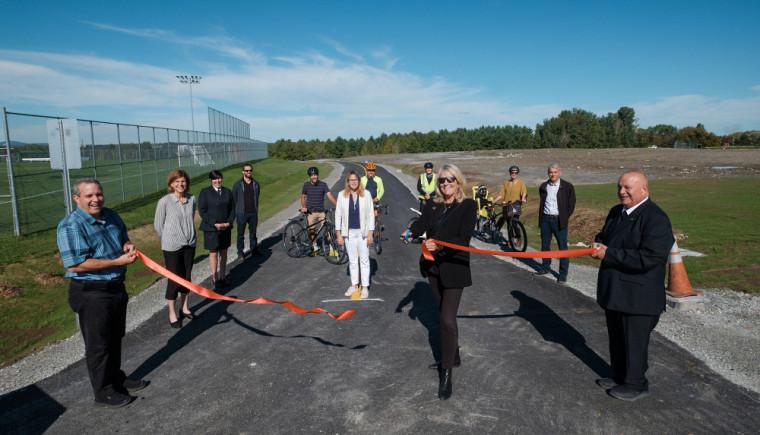 La nouvelle piste polyvalente reliant le parc Innovation au Campus principal a été inaugurée officiellement lors de la Semaine de la mobilité durable.