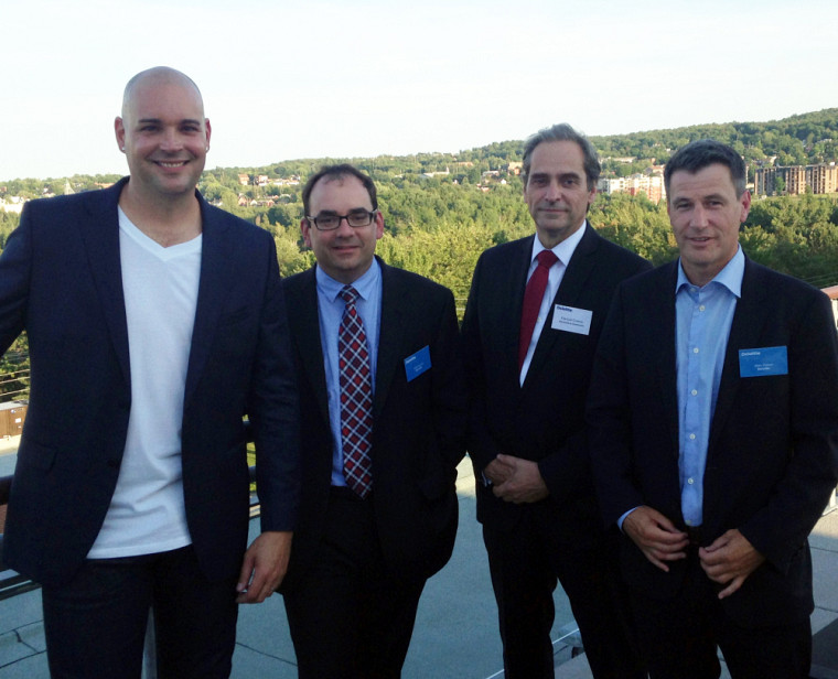 Nicolas Duvernois, président et fondateur de PUR vodka, Éric Grondin, de la firme Deloitte région Estrie, François Coderre, doyen de la Faculté d'administration, et Marc Perron, associé directeur pour le Québec chez Deloitte.
