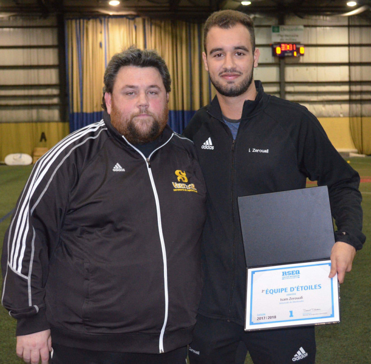 L'entraîneur du Vert & Or David Guicherd, en compagnie du membre de la deuxième équipe d'étoiles RSEQ Isam Zerouali.