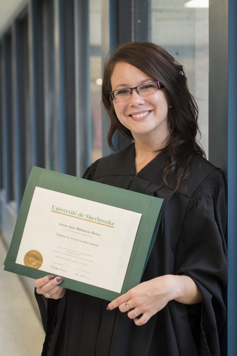 Diplômée en droit notarial, Annie-Jane Melançon-Brière ne tarit pas d'éloges à l'endroit de son alma mater.