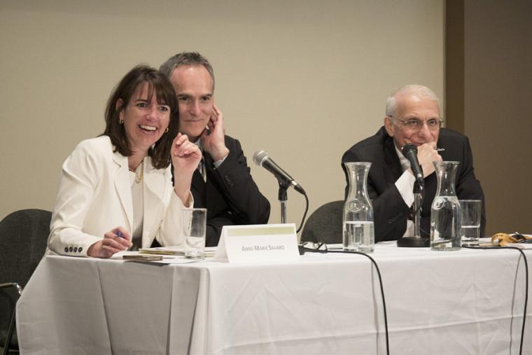 La professeure Anne-Marie Savard, le DrMartin Tremblay, ancien président du CA de la Fondation des maladies mentales, et le professeur Robert P.Kouri.