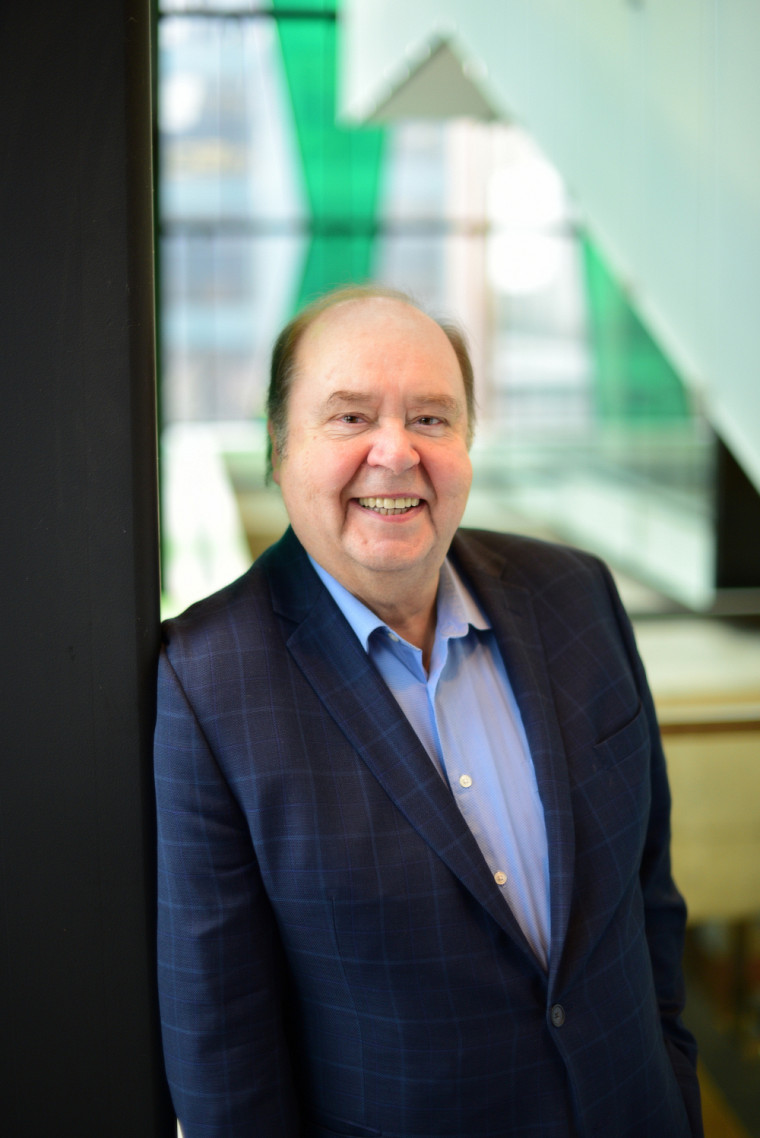 M. Pérusse a enseigné à l'École de gestion de l'Université de Sherbrooke de nombreuses années avant de prendre tout récemment sa retraite. Il vient de faire une contribution importante pour le développement de sa Faculté.