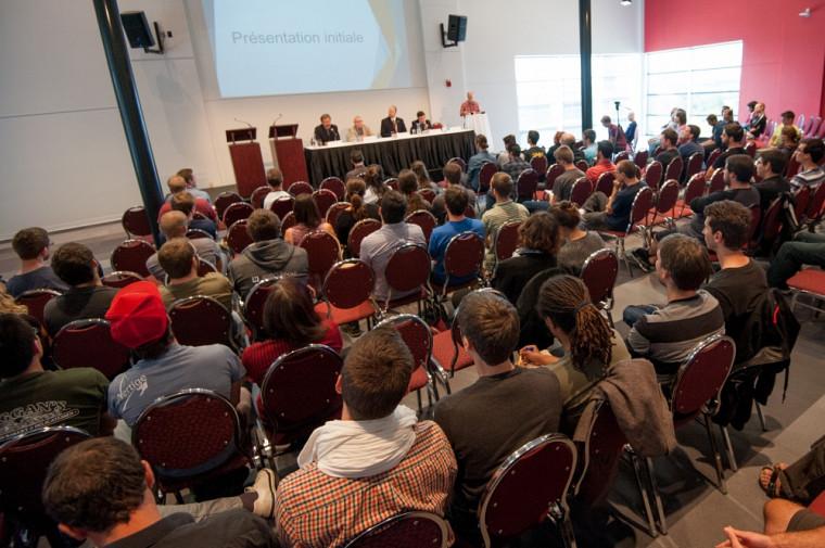Salle pleine lors du débat du 21 septembre.