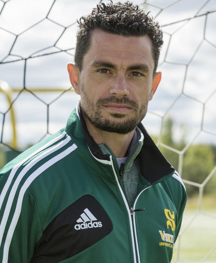 Tony Perrier est le neuvième entraîneur de l'histoire de la formation féminine de soccer Vert & Or de l'UdeS.