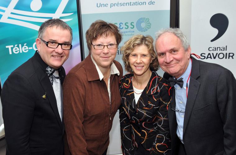 Réjean Hébert, doyen de la FMSS, Joanne Guilbeault, directrice de CursUS-santé, Sylvie Godbout, directrice générale du Canal Savoir, et Claude Plante, directeur général de la Direction des régions, partenariats et affaires internationales à Télé-Québec.