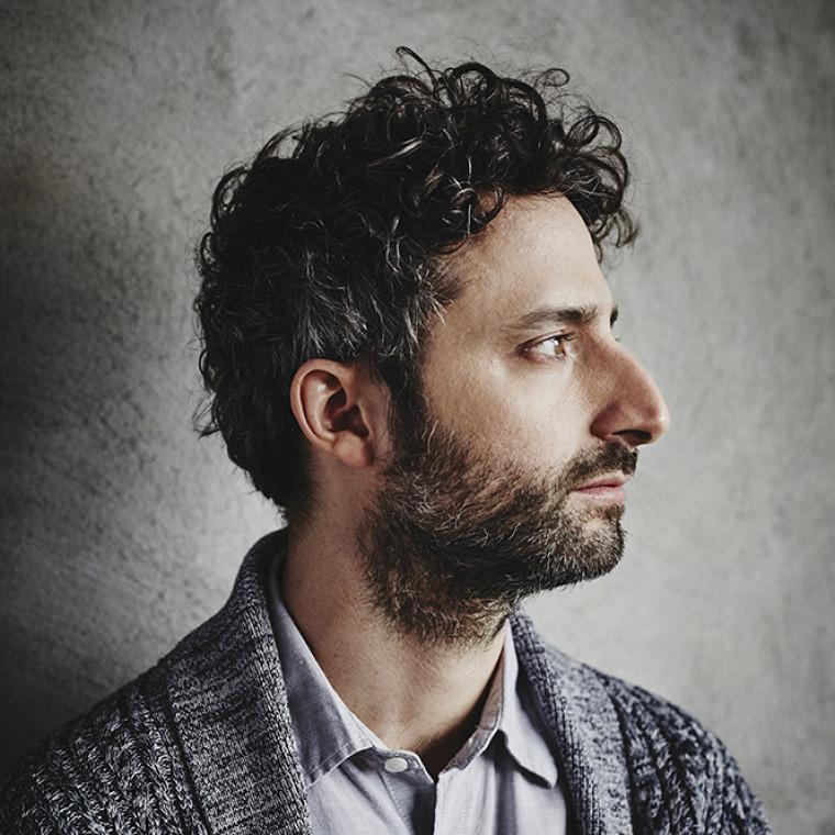 Louis-Jean Cormier sera parmi la liste des interprètes et des compositeurs qui assureront les classes de maître de la session 2019-2020 à l'École de musique.