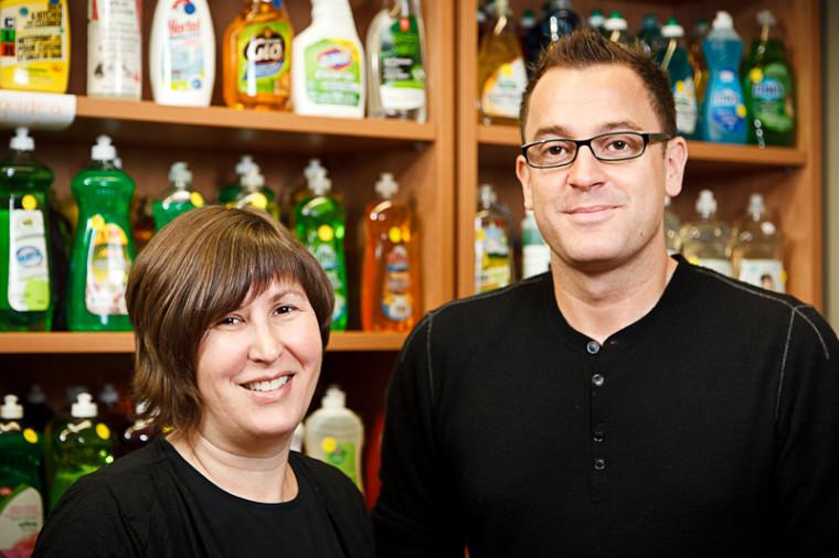 La professeure Caroline Boivin et le professeur Fabien Durif, fondateurs de l'Observatoire de la consommation responsable.