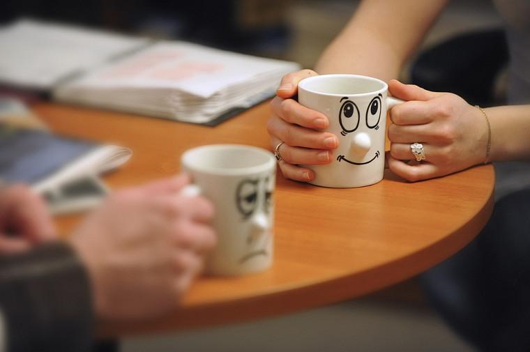Dans chaque unité de travail, des pairs aidants sont outillés pour guider des collègues qui vivent des difficultés.