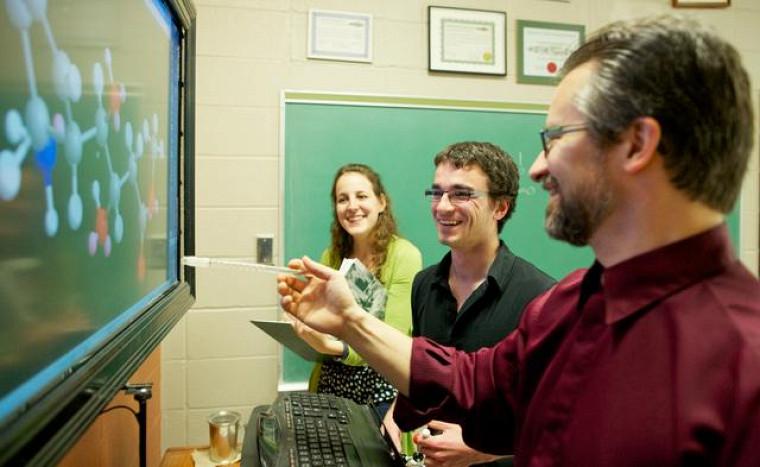 Pour Shawn, le rapport privilégié entre les professeurs et les étudiants du Département de chimie constitue un acquis inestimable.