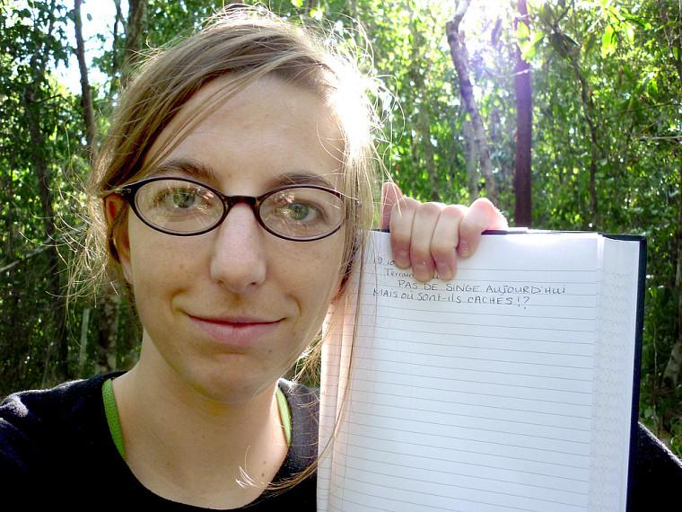 Sabrina Plante collige les mouvement des singes associés à leur quête de nourriture.