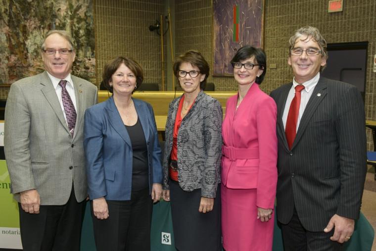 Me Jean Lambert, Me Diane Bruneau, la rectrice de l'Université de Sherbrooke et diplômée en droit notarial, Pre Luce Samoisette, Me Lucie Thibodeau et Me Maurice Paré.