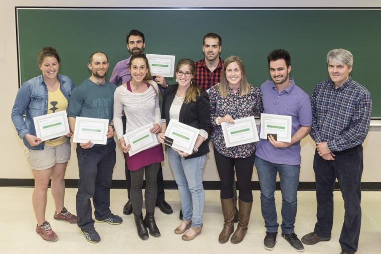 Les prix d'excellence remis à huit récipiendaires par le vice-doyen Pr Alain Delisle.