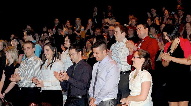 En 2010, on célébrait la diplomation de la première cohorte d'étudiants délocalisés. Ici, les finissants de Saguenay.