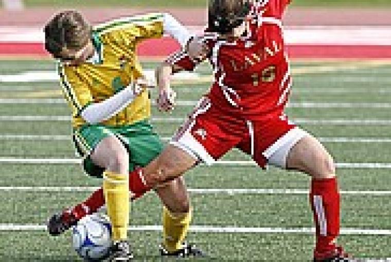 Malgré leurs efforts, les joueuses du Vert & Or n'ont pas réussi à avoir le dessus face au Rouge et Or de l'Université Laval.
