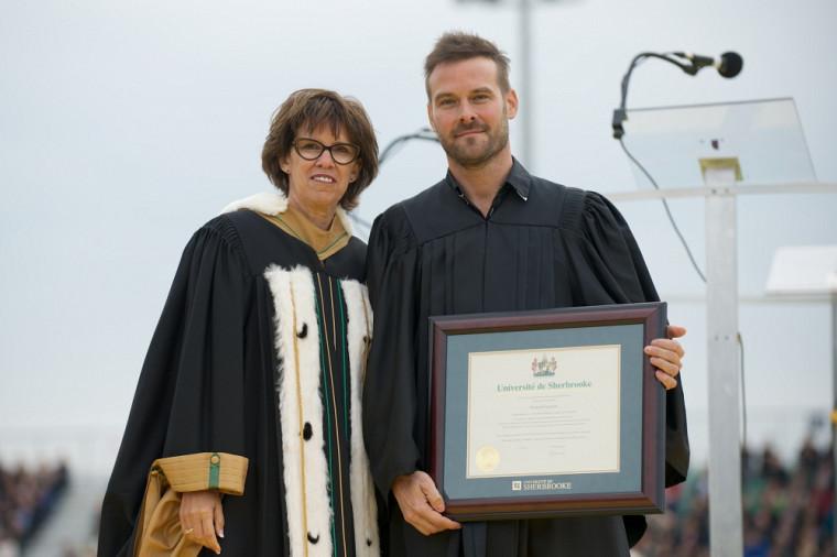La rectrice de l'Université de Sherbrooke, Luce Samoisette, en compagnie de Dominic Audet, cofondateur de l'entreprise Moment Factory et chef de l'innovation technologique.